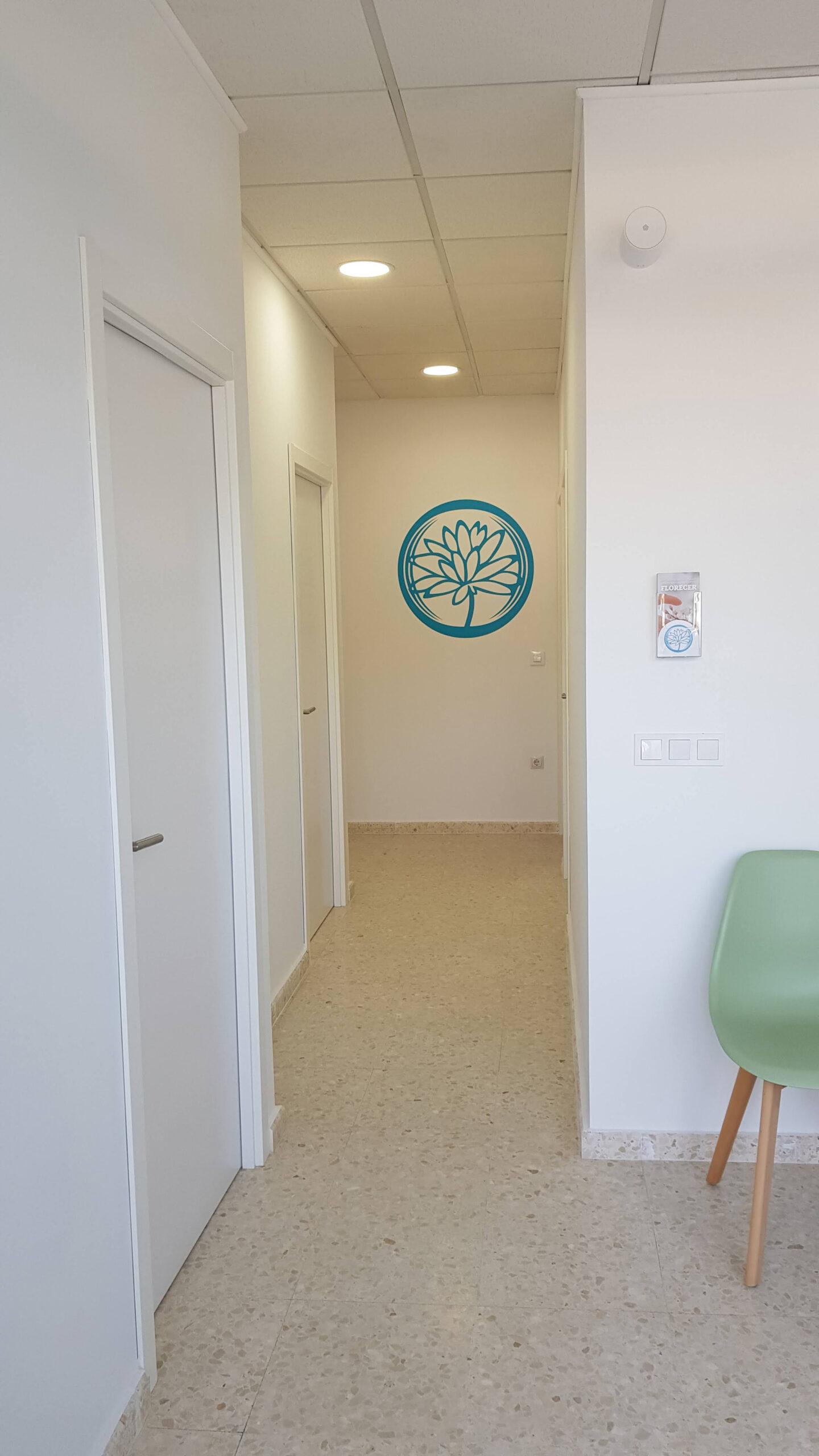 pasillo interior de acceso a las consultas